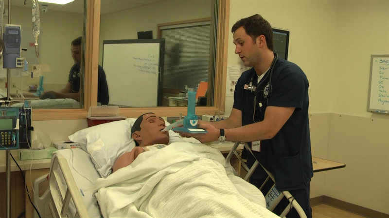 Nursing student works in a simulation lab